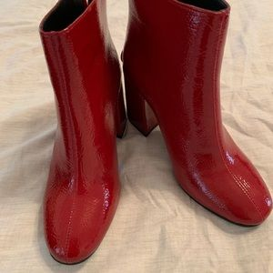 (NWOT) Patent red ankle boot
